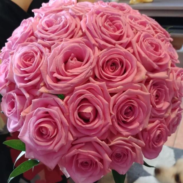 Buchet mireasa rotund trandafiri roz