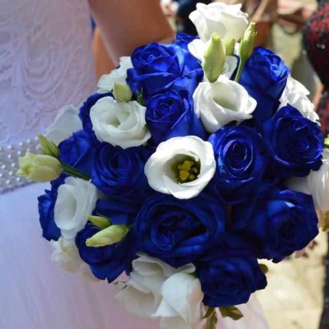 Buchet mireasa trandafiri albastri